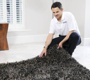 Chem-Dry Tech Cleaning an Area Rug